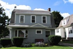 Whirlpool Cottage pet friendly vacation rental in Niagara Falls, NY